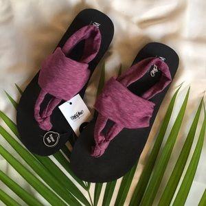Dara Thong Sandals - berry